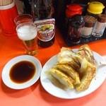 宝津飯店 - 餃子とビール