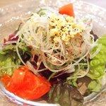 ビストロ カキヤ - 牡蠣のドリア 950円 のサラダ