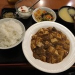 上海厨房 玲玲 - 牛スジ麻婆豆腐定食2015.12