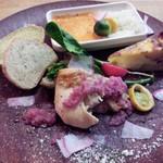 47163885 - キッシュ盛り合わせプレート 鶏もも肉のブレゼ 紅芯大根おろしソース、ベジタブルストロガノフ、三浦野菜のキッシュ(16-02)