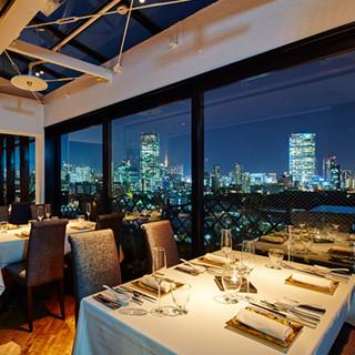 宝石のような美しい夜景が広がる、大人の天空レストラン