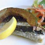 海辺の途中 - 海辺の途中 旬魚の香草焼 オリーブオイルとハーブの香りが塩とレモンで味つけされた白身魚をひきたてます