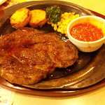 ガスト - ハミ出るビーフステーキ