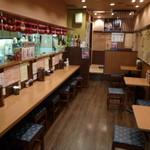 会津屋 - カウンター席とテーブル席、座敷が1卓有ります♪