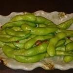 夜景個室×肉バル×チーズタッカルビ 菜菜 - お通し 枝豆ペペロンチーノ