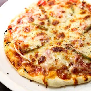 シェアして食べると美味しいピザ、手作り生地が美味しさの秘密