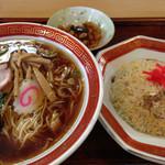 大信中華料理店 - 料理写真:ランチの定番