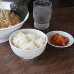 茂一 - サービスのライスとキムチ