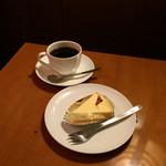 上島珈琲店 - 湯蒸しチーズケーキとブレンドコーヒー
