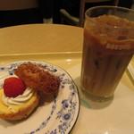 ドトールコーヒーショップ - まるごと苺のシューシャポーセット 490円