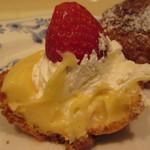 ドトールコーヒーショップ - まるごと苺のシューシャポーセット