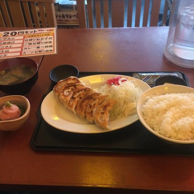 あごひげ酒場 田無店 - 肉汁餃子定食。