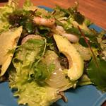 バル フジヤマ - アボカドとエビのサラダ
