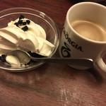 牛角ビュッフェ - 最後はソフトクリームとコーヒー(^∇^)