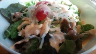 ハーレーパーク - ランチセットのサラダ。大きめのボールで登場!!
