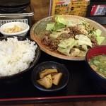 大阪満マル - 酒の肴は焼肉定食。