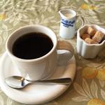 BOUCHE'S Cafe - たっぷりコーヒー!