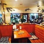 ハイビス カフェ - くつろげる店内は、まさに南国。