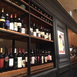 季節や料理に合わせて豊富に揃えるワイン!グラス¥600~