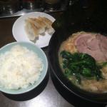 47202863 - 醤油とんこつラーメン+餃子セット(餃子3個+小ライス)