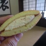 蔦屋茶寮 - いちごの生どら 108円(2016.1)