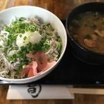 茜草壺 - しらす丼豚汁セット