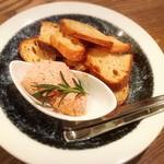 ライオンミドリ - イチジクのパンを添えたカモのフォアグラのムース