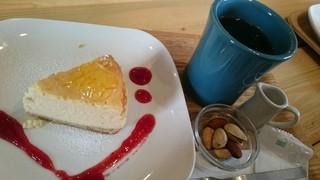 珈琲や 東小金井工房 - チーズケーキセット。コーヒーは選べます。