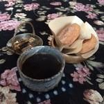 野 - 料理写真:マンデリン、ドーナツ2種、お菓子