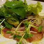 オステリア テゴラ - 鮮魚(この日はブリ)のカルパッチョ レモンソース 900円