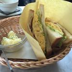 手作りパンカフェ・ピクニック - ベーコンとチーズオムレツ