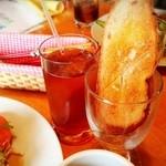 味巣亭 - ウェルカムドリンクとパン♪