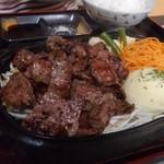 三國 - 料理写真:ステーキ定食デラックス