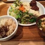 クレヨンハウス - 野菜のメニュー中心の、身体に優しいランチブッフェ。1500円