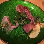 47217507 - 旬の鮮魚のカルパッチョとプレミアムイタリア産生ハムの盛り合わせ