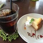 47217909 - Cafeやぶさち(ベイグドチーズケーキセット)