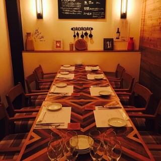 8人~12人ゆっくりとお食事できるゆったりとした個室