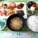47219487 - 朝食はビュッフェ形式。鮭、ニシン煮、松前漬、イカ塩辛、明太子…