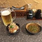 ばっちょ - お通し(冷奴)タレ、生ビール