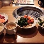 美食焼肉トラジ 葉菜 - サラダバー&ナムル・キムチバ-