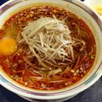 47224299 - ○酸辣湯麺様、生卵がトピされているのって珍しいですね~