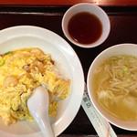 東華飯店 - エビ玉子飯定食