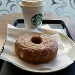 スターバックス・コーヒー - シュガードーナツ(税込み227円)とスターバックスラテ(ショート、356円)