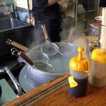 ぎょらん亭 - 麺茹で中。