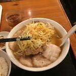 47227051 - ねぎ焼豚ラーメン 麺リフト