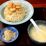 福来成 - 海老チャーハン(税込1280円)味付けした揚げた海老が美味しいけど、チャーハンがプレーンぽくて寂しい。。
