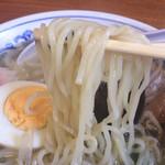 満留賀 - ストレートに近い麺は柔らか目