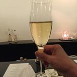 47232635 - シャンパンで乾杯♪(*^^)o∀*∀o(^^*)♪