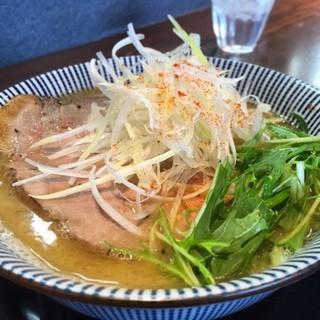 だしと麺 - 鷄白湯と鯛アラだしのWスープそば❣️麺大盛り同価格につき大盛りに( ´ ▽ ` )ノ 並130g 大盛り190gらしい