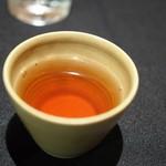 日本料理 楮山 - 桃のキャラメル紅茶